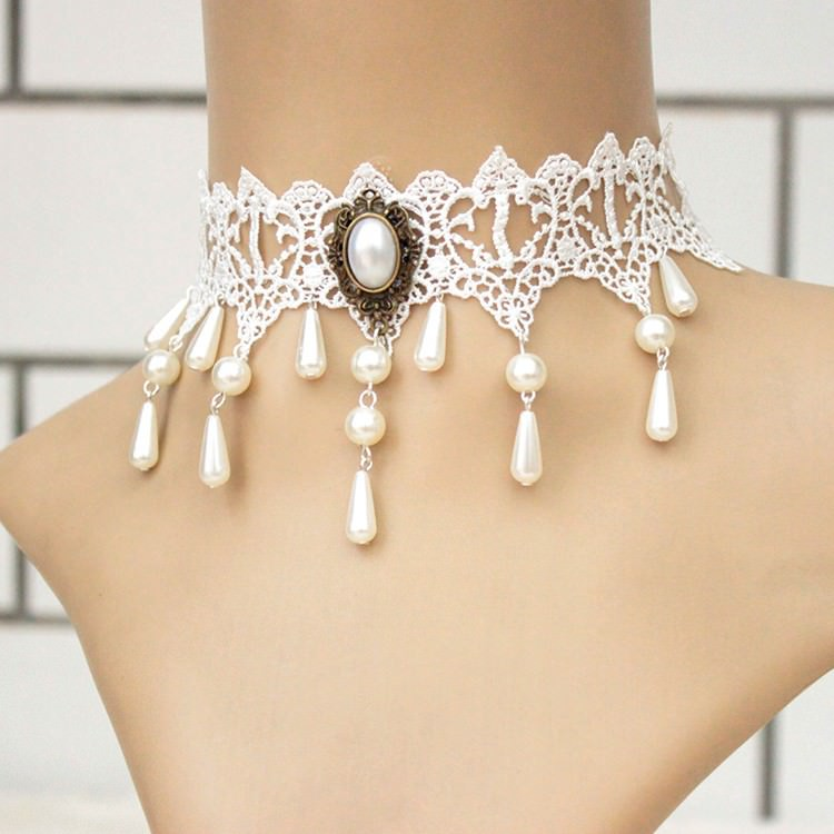 11500-53c397dbd272110bb4d670d1e6432fe4 Vintage White Choker Necklace With Pearl Pendant And Dangles