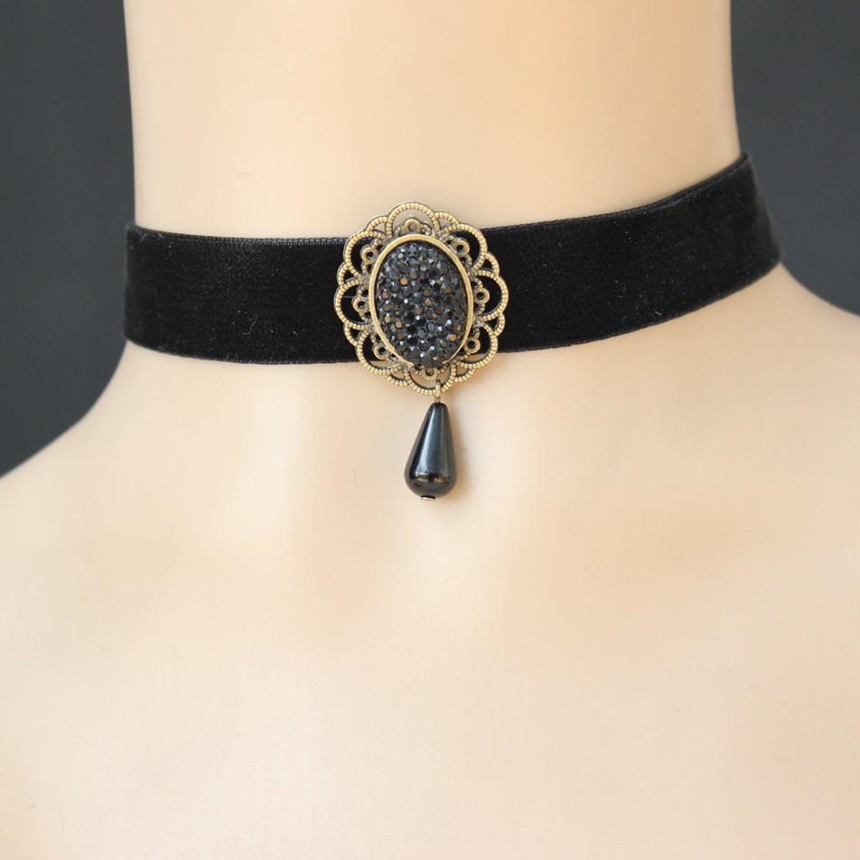 11505-7e59efb41930654982684bd92bb5d718 Vintage Velvet Strip Choker Necklace With Accent Pendant
