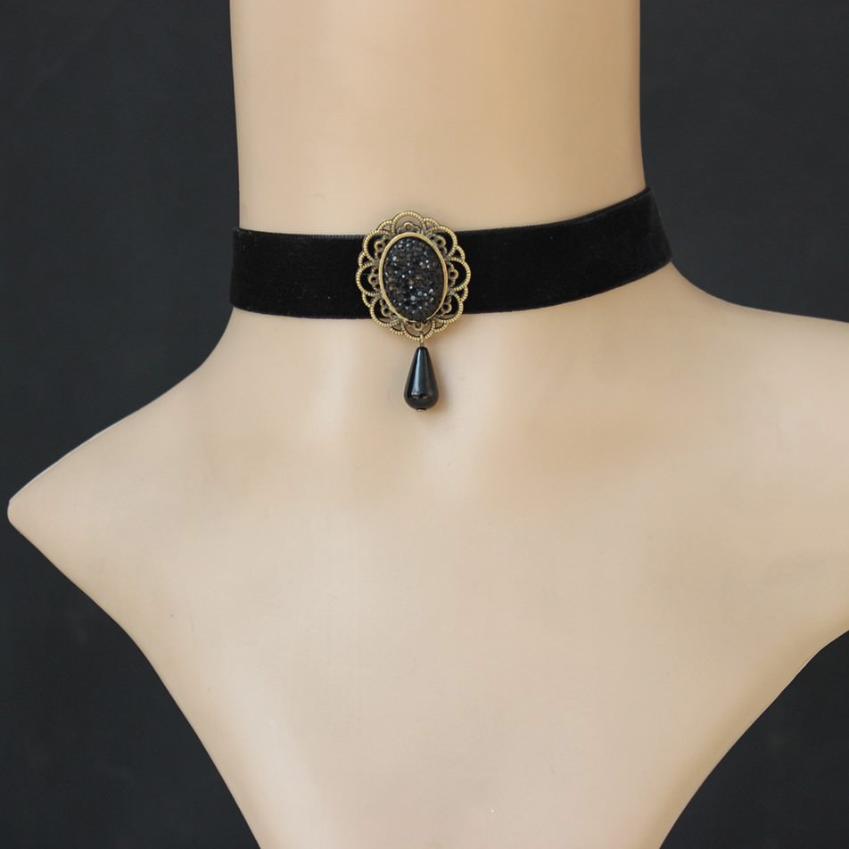 11505-f1b00009d0df7e0af186b0e87462c5e3 Vintage Velvet Strip Choker Necklace With Accent Pendant