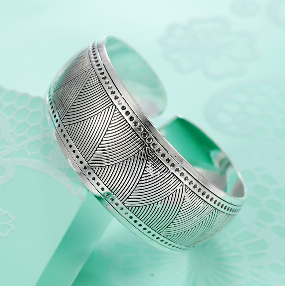 11521-356d340572480c768da27d300cf11bc7 Retro Silver Plated Cuff Bangles Jewelry In Various Designs