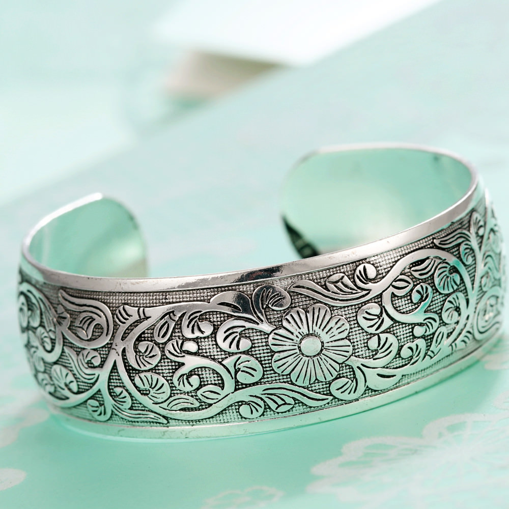 11521-5ae4a1d182fce835bec236671917c0e7 Retro Silver Plated Cuff Bangles Jewelry In Various Designs