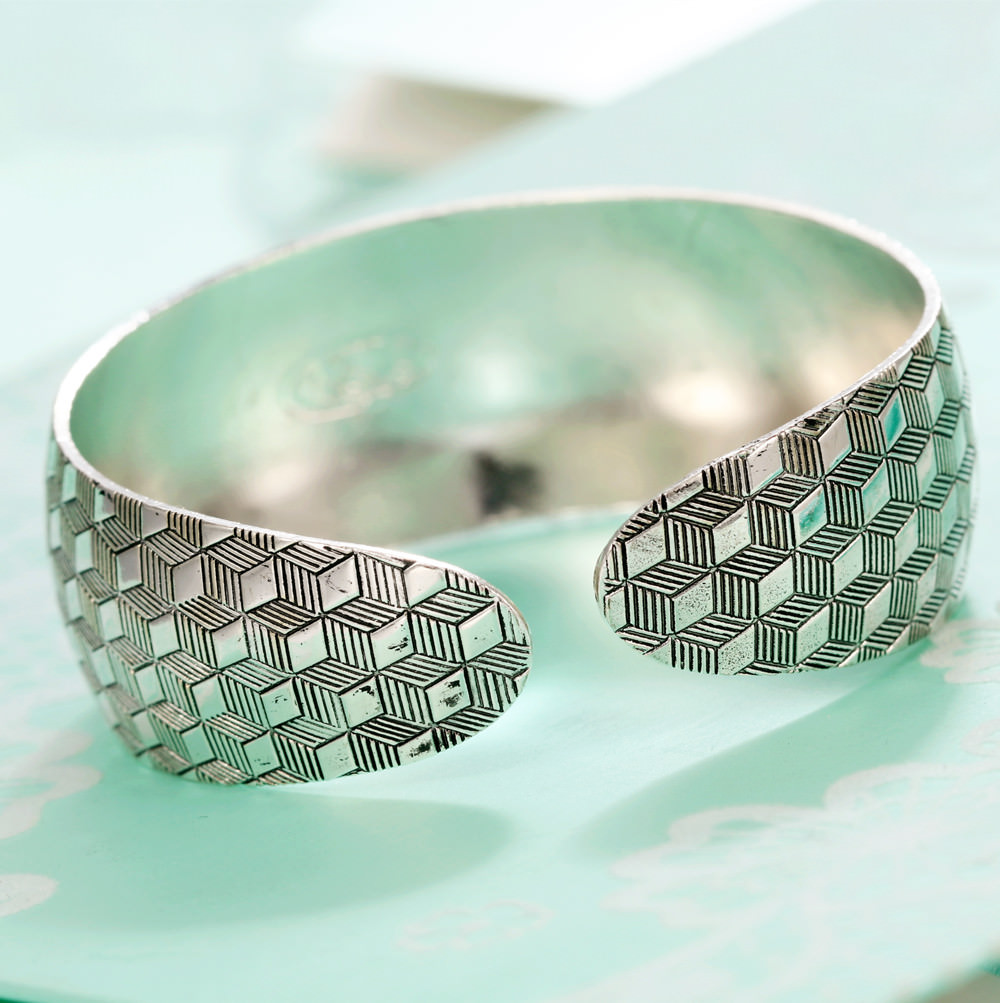 11521-dc7c4bd777037514fb9add88aaba6ce8 Retro Silver Plated Cuff Bangles Jewelry In Various Designs