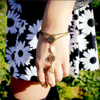 Vintage Chain Bracelet Ring Hand Jewelry With Shell