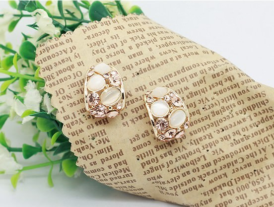 11588-4d32b47ab550c8843da47c519773045d Gemmed & Stoned Gold Plated Hollow Out Push Back Earring Jewelry
