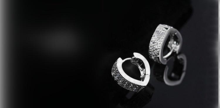 11593-0360e5eb0f3dbc85483b4da448822444 Sophisticated Wedding Fashion Crystal Heart Huggie Earring Jewelry