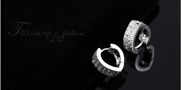 11593-0aaa5b49756cb9b3cfb8922c7fbadd6a Sophisticated Wedding Fashion Crystal Heart Huggie Earring Jewelry