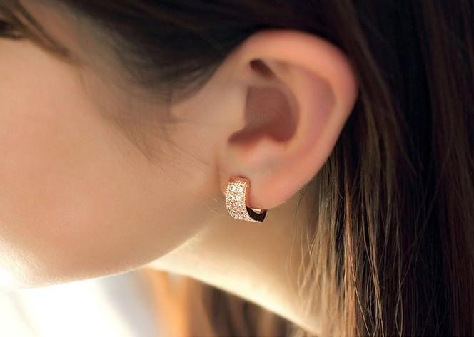 11593-d8765c39f268930ead28a51706946d84 Sophisticated Wedding Fashion Crystal Heart Huggie Earring Jewelry