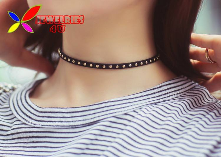 4996-9318d96dffd571017032a327ad624049 Women's Black Leather Choker Necklace With Silver Studs