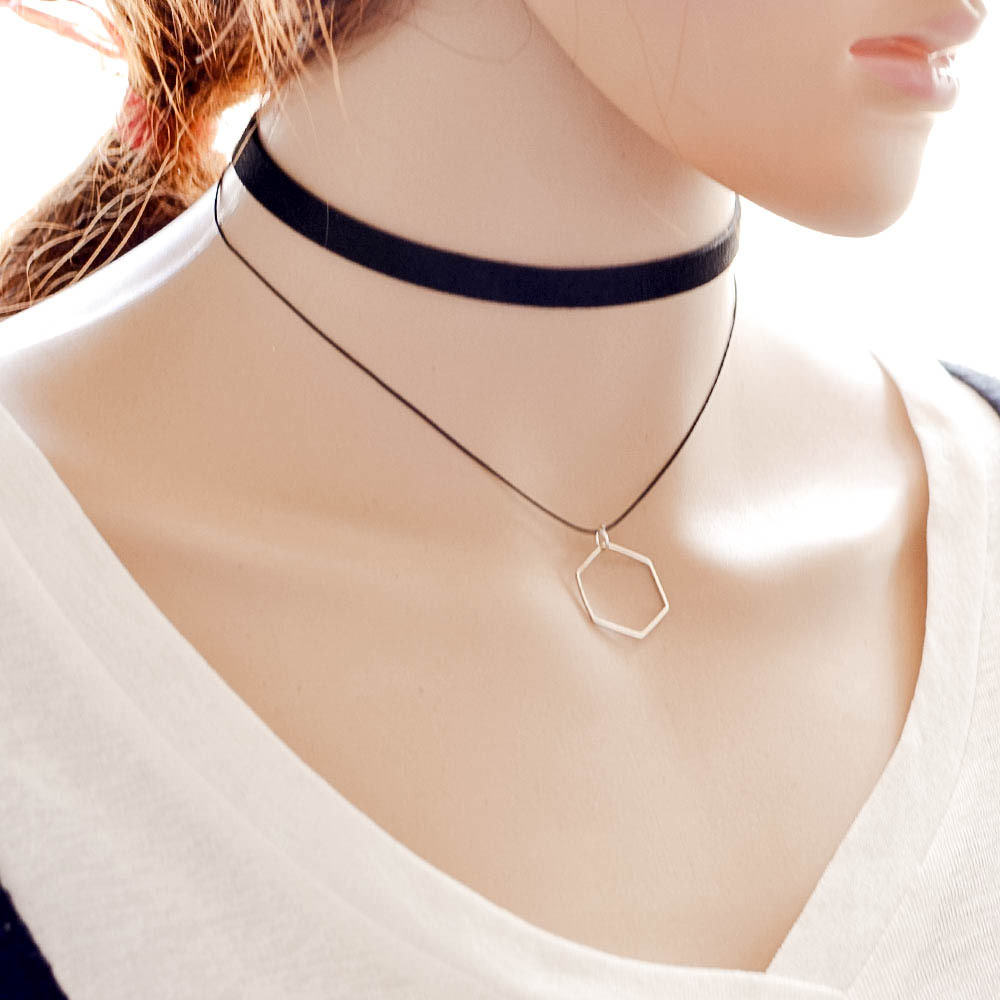 5018-7a336cdc0f0d91137d141513783efc67 Black Imitation Leather Choker Necklace With Geometric Shaped Pendant