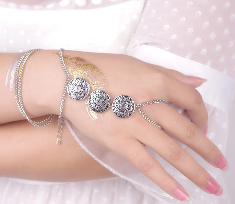8847-38bfab51cc44159636afcda591052a5a Gypsy Style Chain Hand Bracelet Jewelry With Three Coin Charms