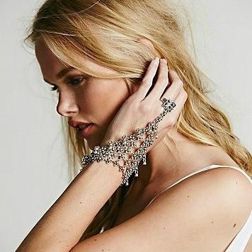 8849-694f97468bb9fe2b65127b4d17c0dd60 Edgy Bohemian Clover Flower Chain Hand Harness Jewelry