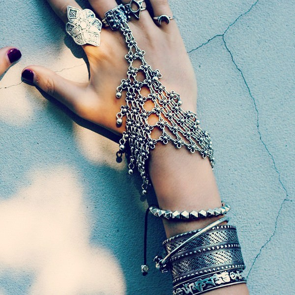 8849-d791bac4d76274a548480a3c43c6e8ab Edgy Bohemian Clover Flower Chain Hand Harness Jewelry