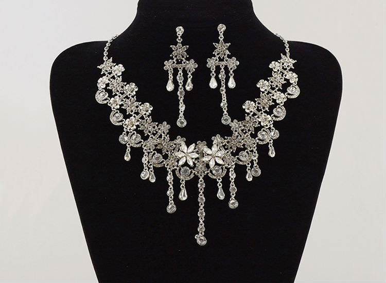 8900-6b2d727ce8d054beabb9ee10c55088c4 Crystal Floral Bridal Head Jewelry With Matching Earrings