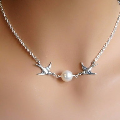 Classy Silver Chain Lovebirds Pearl Necklace