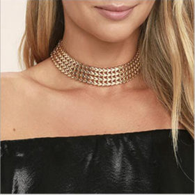 chain choker feature