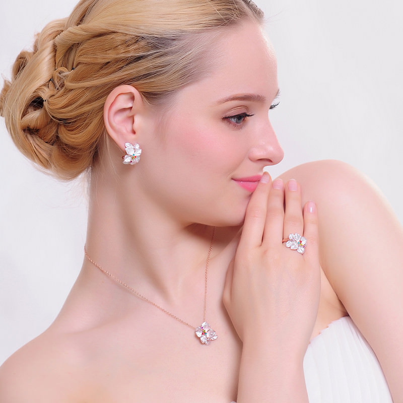 Exquisite Crystal Studded Flower Necklace/Earrings/Ring Jewelry Gift Set