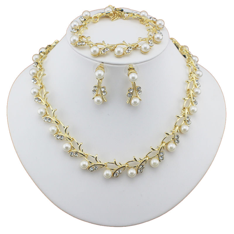 Luxurious Pearl And Crystal Wedding Party Jewelry Set